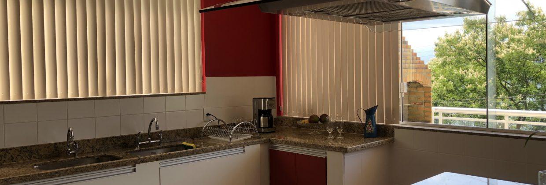 Mangaratiba- Praia da Ribeira- Vendo  Excelente residência completíssima 03 quartos, sendo 01 suíte, salão climatizado, sistema de aquecimento, vista belíssima R$ 650.000,00